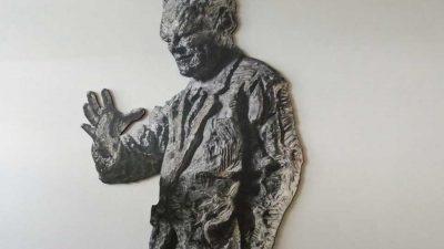 Figur von Willy Brandt ziert Realschule Herten - genial-nah.de
